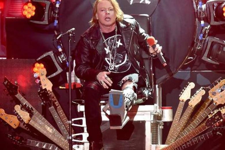 Axl Rose remonte sur scène avec AC/DC et GUNS N' ROSES