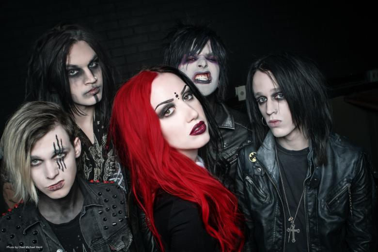 NEW YEARS DAY présente le clip 'Disgust Me'