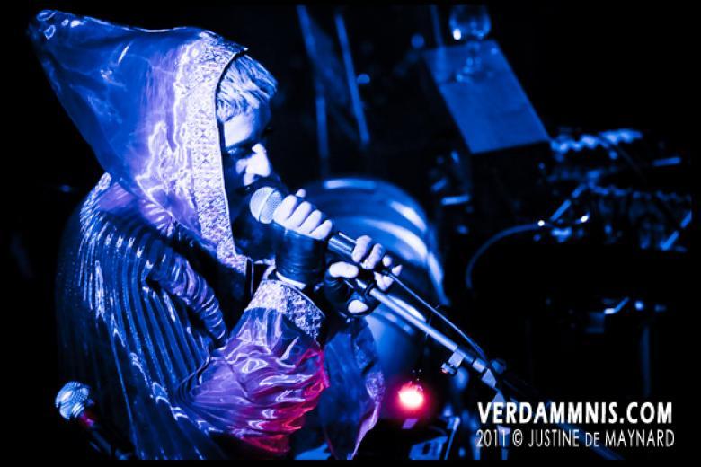 IAMX @ Divan du Monde - Paris (2011-10-05)