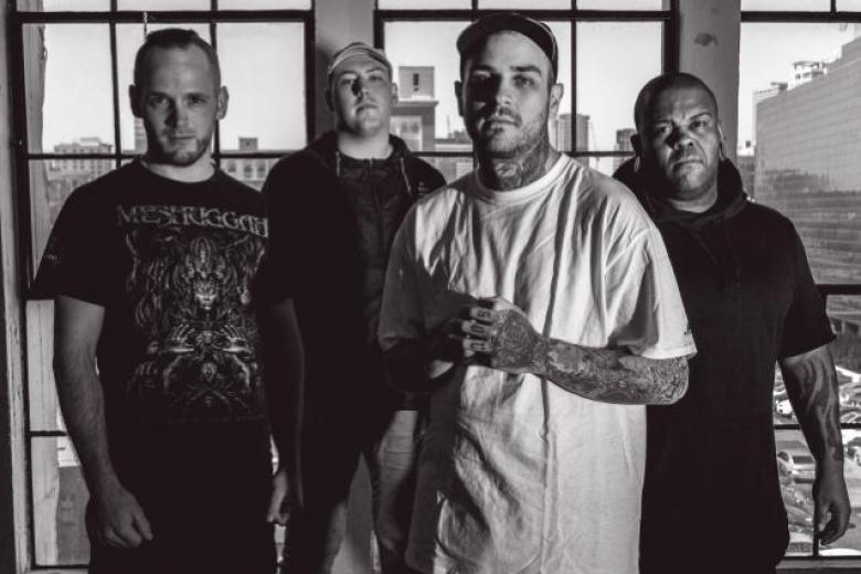 EMMURE dévoile 'Flag of the Beast'