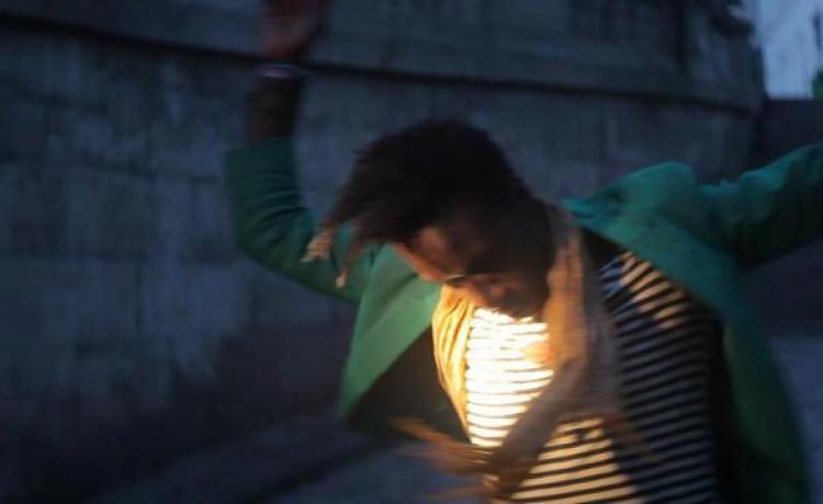 SAUL WILLIAMS revient avec un clip en VR et un album