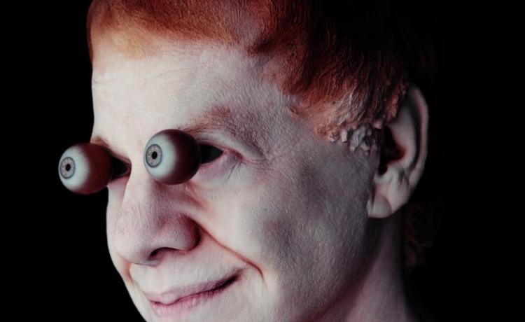 Danny Elfman est désolé, mais il a un nouveau single